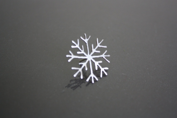 Snow flake pin